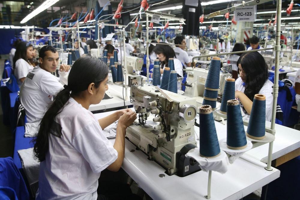La industria textil también cayó por segundo año consecutivo, venía de un negativo de poco más de dos puntos y acumula este año una caída de 9.4%.