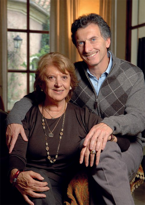 Mauricio Macri junto a su madre, Alicia Blanco Villegas, miembro de una acaudalada familia oligárquica de Tandil.