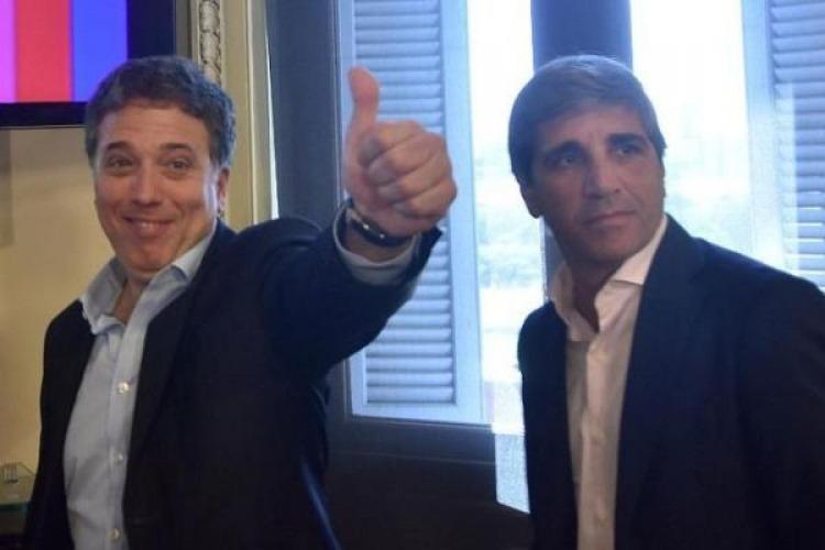 el ministro de economía Nicolás Dujovne junto a Luis Caputo, ministro de Finanzas de la Nación, luego de anunciar las medidas para desinflár la corrida cambiaria.