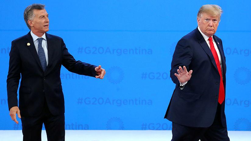 Un Macri tan descolocado como su pin (debe ir en la solapa izquierda) frente al desplante del presidente norteamericano en pleno escenario, causando risa en los presentes.