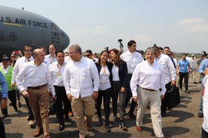 Elliott Abrams junto a la cancillería colombiana en su arribo a la ciudad fronteriza de Cúcuta.